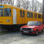 Historische U-Bahn mit Golf dazu