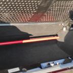 Kofferraum mit Teppich verkleidet